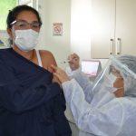 Primeira vacinada em Capivari é uma enfermeira
